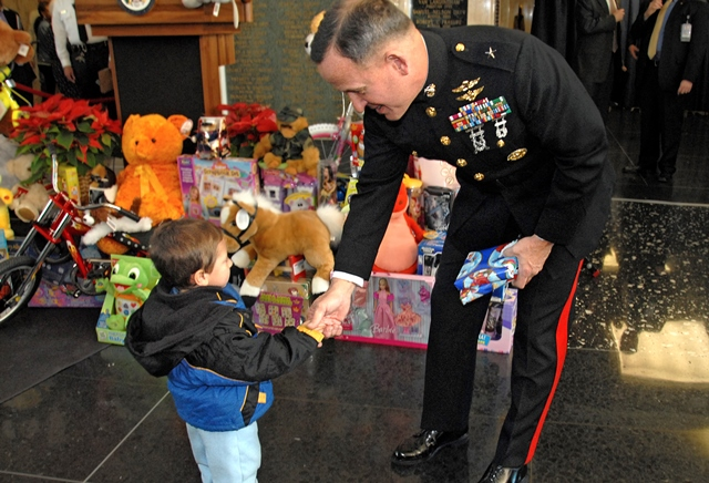 Marine Toys For Tots : Marine corps toys for tots kicks off this holiday season
